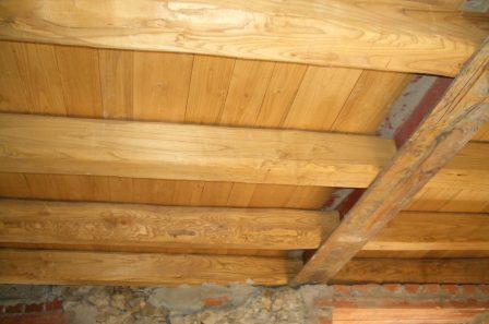 Tetto in legno massiccio di castagno
